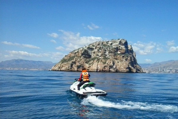 Rental apartments in Estartit: speed and fun with jet skis